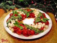 Caprese Christmas Wreath Salad