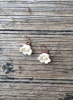 Crochet Earrings Cream Flowers Pearl Beads Beadwork by ReddApple
