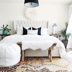 This Sunday sunshine is the perfect excuse for a few more minutes of relaxing in bed this morning (noon is still considered morning on Sunday, right??) If you're looking to create a tranquil bedroom design like this gorgeous space @michelle_janeen shared, come see us! We have tons of customizable options to create a space you love to wake up to. #Repost @michelle_janeen #trovestyle #getinspired #sundayinspiration