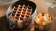 Havermoutwafels met chocolade | De keuken van Sofie - VTM Koken Sugar Free Snacks, Healthy Snacks, Healthy Recipes, College Meals, Low Carb Breakfast, Dessert Recipes, Desserts, Summer Recipes, Love Food