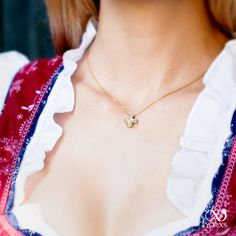 Today the bavarian Oktoberfest is beginning. What jewelry are you going to wear? #yorxs #diamanten #diamantschmuck #kette #wiesn