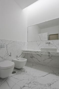 Marble used to perfection. Marble bathroom in the House in Pousos by Portugese architect Ricardo Bak Gordon. Stone Bathroom, Attic Bathroom, Modern Bathroom, Master Bathroom, Marble Interior, Bathroom Interior Design, Bathroom Designs, Bad Inspiration, Bathroom Inspiration
