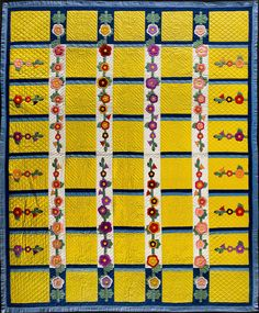 Holly Hocks Quilt at the American Folk Art Museum. Made by Eva G. Rex in the United States in Old Quilts, Antique Quilts, Vintage Quilts, Yellow Quilts, Floral Quilts, American Quilt, Quilt Stitching, Quilting, Naive Art