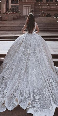 10 Wonderful wedding gowns - 1 You want your hair and makeup to look beautiful on the happiest day. Maybe the wedding gowns you should wear once in yo. Princess Wedding Dresses, Dream Wedding Dresses, Bridal Dresses, Wedding Gowns, Queen Wedding Dress, Princess Ball Gowns, Luxury Wedding Dress, Ball Dresses, Beautiful Gowns