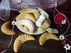 Tradičné vianočné orechové rožteky, krehučké, úžasne jemné a rozplývajúce sa na jazyku. U nás sú veľmi obľúbené a preto na vianoce nesm...