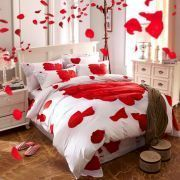 Sweet and Romantic Valentine's Day Bedroom Decoration Ideas for Couple (7)