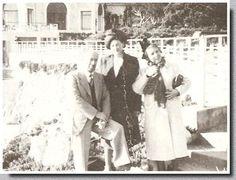 """Les Grandes-duchesses """"Maria"""" (au centre) et """"Olga"""" (à droite), respectivement grand-mère et grand-tante d'Alexis Brimeyer (alias Alexis Durazzo) vers 1958 à Antibes. En réalité, il y a tout lieu de croire que ces femmes sont en fait ses tantes ou grands-tantes Brimeyer plutôt que les filles du Tsar."""