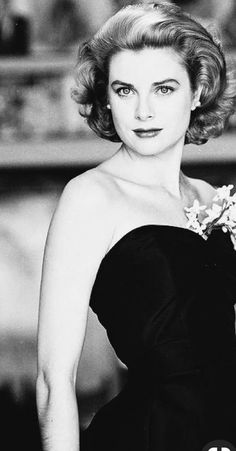 Grace Kelly beauty in shoulderless black dress Golden Age Of Hollywood, Vintage Hollywood, Hollywood Glamour, Hollywood Actresses, Actors & Actresses, Hollywood Icons, Divas, Princesa Grace Kelly, Grace Kelly Style