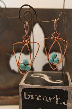 Boucle d'oreille en cuivre agrémenté de turquoises bleu