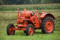 Lanz Antique Tractors, Vintage Tractors, Vintage Farm, Small Tractors, Old Tractors, Old Farm Equipment, Heavy Equipment, Lanz Bulldog, Steam Tractor
