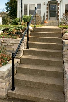 How to Install an Outdoor Aluminum Handrail - Handyman Club - Scout Outside Stair Railing, Porch Step Railing, Porch Handrails, Exterior Stair Railing, Stair Railing Kits, Outdoor Stair Railing, Front Porch Steps, Porch Stairs, Stair Handrail