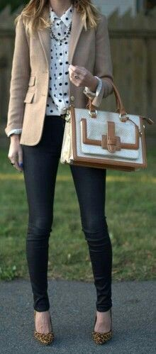 Business casual work outfit: beige blazer, white and black polka dot top, skinny jeans. I'd wear with nude or black heels. Mode Outfits, Casual Outfits, Fashion Outfits, Womens Fashion, Office Outfits, Dress Casual, Night Outfits, Fall Outfits, Summer Outfits
