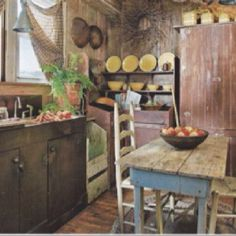 Simple primitive kitchen.....Luv!!