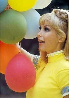 Barbara Eden my all time favorite actress. Barbara Eden, Julie Newmar, I Dream Of Jeannie, Catherine Bach, Elizabeth Montgomery, Famous Women, Famous People, Classic Tv, Celebs