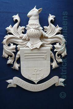 Familiewapen in hout laten maken   Een heraldisch familiewapen   Familiewapen in hout   http://www.patrickdamiaens.be