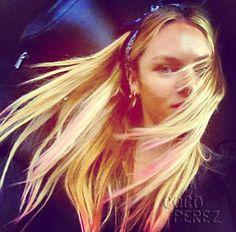 Candice Swanepoel dip-dye and bandana Head Scarf Styles, Hair Styles, Wind Blown Hair, Candice Swanepoel, Messy Hairstyles, Pink Hair, Hair Beauty, Dreadlocks, Celebs
