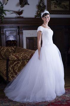 Modest Short Sleeves Organza Wedding Gowns