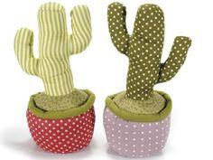 Cactus ferma porta in stoffa imbottita. Ass. 2 fantasie cm 17 x 13,5 x 31 H Kg 1,4
