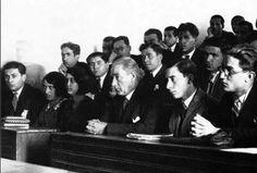 Baş öğretmen Mustafa Kemal Atatürk başta olmak üzere tüm öğretmenlerimizin öğretmenler günü kutlu olsun.