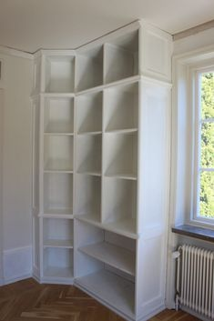 Platsbyggd bokhylla del 4 | Bland Damm & Dekor Bookshelves, Bookcase, Shelving, Siri, Decor Ideas, Home Decor, Shelves, Bookcases, Shelving Racks