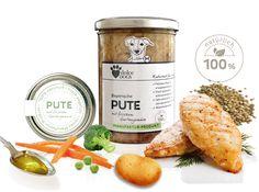 Exquisite Menü-Kreationen aus zartem Putenfleisch, von freilaufenden Puten aus Bayern: komponiert mit erntefrischem Gemüse, Hirse, Natur-Langkornreis, Zartdinkel, Buchweizen oder feinen Frühkartoffeln. Die nahrhaften Menüs sättigen, stärken Immunabwehr und Knochenstruktur. Fleischanteil: Mindestens 50 % – für erwachsene Hunde. Frei von künstlichen Aromen oder Zusatzstoffen.