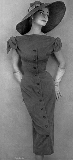 Stella in figure-hugging blue jersey dress by Jacques Fath, photo by Pottier, 1954 Fashion Moda, 1950s Fashion, Look Fashion, Vintage Fashion, Womens Fashion, Fashion Design, Classy Fashion, Club Fashion, Petite Fashion