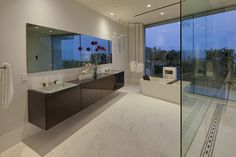 Carla Ridge – Moderne Villa in Beverly Hills, Los Angeles Bathroom Design Inspiration, Bathroom Interior Design, Decor Interior Design, Bathroom Designs, Bathroom Ideas, Beverly Hills, Interior Design Examples, Contemporary Interior Design, Mansions Homes