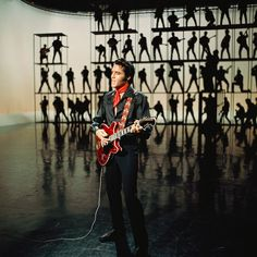 Elvis playing his Hagstrom Viking II in the 1968 NBC-TV Special Lisa Marie Presley, Priscilla Presley, James Dean, Musica Elvis Presley, Elvis 68 Comeback Special, El Rock And Roll, Nbc Tv, Burning Love, Memphis Tennessee