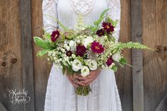 Planning a rustic, nature-inspired wedding? Why not go with a bouquet of wildflowers? I absolutely loved photographing Carolyn and Trevor's pocono wedding! Her bouquet was dreamy, and totally felt like the flowers were picked in a field nearby. Effortless beauty. #kimberlykunda #kimberlykundaphotography #poconoweddings #summerweddings #rusticweddings