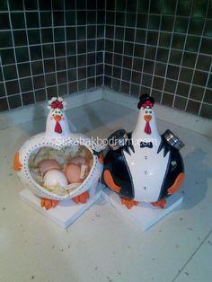 su-kabak-tavuk-117 | SU KABAK ABAJUR, ÖZEL HEDİYE, GOURD LAMP Paper Mache Projects, Craft Projects, Clay Crafts, Diy And Crafts, Gourd Crafts, Bird Doodle, Clay Jar, Chicken Crafts, Gourds Birdhouse