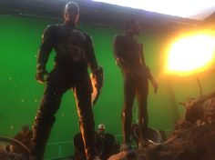Captain America and Black Panther hanging out in front of a green screen. 44 Behind-The-Scenes Photos That'll Change The Way You Look At Marvel Movies Chris Evans, Steve Rogers, Chadwick Boseman Instagram, Young Tony Stark, Tom Holland Instagram, Gamora And Nebula, Avengers Series, Marvel Avengers, Scene Photo