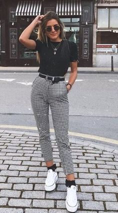 """Catchy Fall Outfits To Copy Right Now""""},""""type"""":""""pin Kurze Mom Jeans, Camiseta Tommy Jeans und alle Star Branco. Kurze Mom Jeans und All Star BrancoKurze Mom Jeans und All Star BrancoMom Jeans und Converse All Star WeißMom Jeans. Hijab Casual, Cute Casual Outfits, Casual Ootd, Ootd Chic, Ootd Classy, Ootd Hijab, Casual Dresses, Cute Dresses, Casual Chic"""