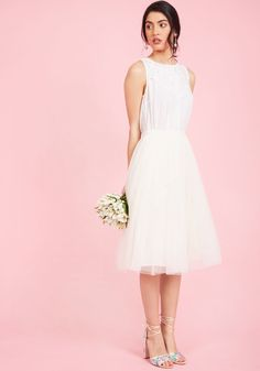 <p>While whispers of this cream-colored midi skirt include only positive reviews, guests wait 'to gush over how gorgeous you look until they see this Jenny Yoo style for themselves! With a high waistline, hidden pockets, and a voluminous A-line silhouette, this tulle bridal separate boosts your special day to beautiful new heights.</p>