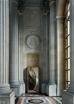 Deabulatoire of the Chapelle Royale, Versailles Architecture Design, Beautiful Architecture, Beautiful Buildings, Historic Architecture, Classic Architecture, Chateau Versailles, Palace Of Versailles, Visit Versailles, Saint Michael