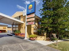 Sydney Comfort Inn North Shore Hotel Australia, Pacific Ocean and Australia Comfort Inn North Shore Hotel is conveniently located in the popular North Shore area. The hotel offers a high standard of service and amenities to suit the individual needs of all travelers. Service-minded staff will welcome and guide you at the Comfort Inn North Shore Hotel. Television LCD/plasma screen, non smoking rooms, air conditioning, heating, wake-up service can be found in selected guestrooms...