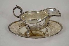 B162 Beautiful English Embossed Silver Plated Gravy Boat and Tray