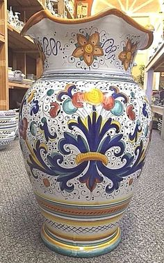 Amphora/Vase/Umbrella Stand 19 inch Ricco Deruta-Made/painted by hand in Italy