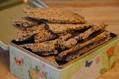Knäckebrot als Geschenkidee? Funktioniert das? Ja! Wenn es das beste Knäckebrot der Welt ist  Dieses hier hat nichts, oder fast nichts, mit dem Knäckebrot gemein, das Ihr so in der Regel im Supermarkt kaufen könnt. Es schmeckt nach frischen Zutaten, nach den Sesamkörnern, Leinsamen und Pinienkernen, die Ihr verwendet habt und natürlich schmeckt es … … Weiterlesen →