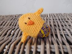 Chick Cream egg cover -UK terms – Long after the fall Crochet Food, Crochet Crafts, Free Crochet, Easter Projects, Easter Crafts, Easter Ideas, Half Double Crochet, Single Crochet, Knitting Projects