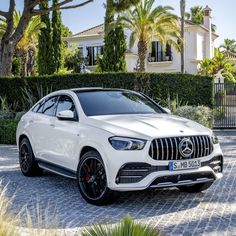Mercedes-Benz on Thursday unveiled the 2021 Mercedes-AMG Coupe. Luxury Sports Cars, Top Luxury Cars, Sport Cars, Luxury Suv, Luxury Vehicle, Mercedes Amg, Mercedes Benz Sports Car, Mercedes Models, Benz Suv