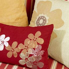 A New Look with Pillows : Large pillows with painted flower motifs Modern Pillows, Large Pillows, Throw Pillows, Decorative Hand Towels, Decorative Pillows, Knot Pillow, Pillow Fight, Pillow Talk, Flower Pillow
