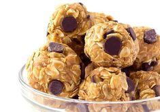 Les boules d'énergie à l'avoine und beurre d'arachides, une recette facile! - Les boules d'énergie à l'avoine und beurre d'arachides, une recette facile! Oatmeal Energy Balls Recipe, Healthy Desserts, Delicious Desserts, Healthy Cooking, Protein Energy Bites, Protein Bars, Smoothie Recipes, Snack Recipes, Oatmeal Chocolate Chip Cookies
