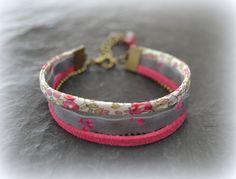 """Bracelet Liberty """"Eloise"""" rose, cerises fushia et suédine : Bracelet par lounath-fantaisie-et-liberty"""