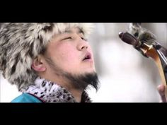 Horse head fiddle player Ts Galbadrakh Chant diphonique.j'adore et vous ? Piece Of Music, Horse Head, My Favorite Music, Classical Music, Martial Arts, Horses, People, Youtube, Turkish Language