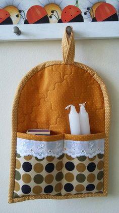 Artes Ana Pires: Kit Apagão produzido com tecidos de algodão e estruturado com manta acrílica. Bolsos externos decorados com bordado inglês para dar mais charme a esta peça útil e decorativa. Aproveite esta ideia!
