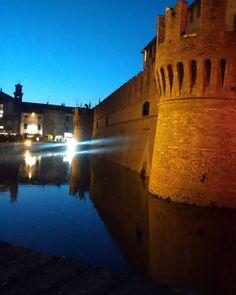 #fontanellato #castello #parma #castle #fashion # #castlestreetfood #italy #streetfood #italia #igersitalia #picoftheday #landscape #tramonto #sky #travel #beautiful #instaitalia #turismoer #igersemiliaromagna #nofiltri #nofilter #emiliaromagna by marieneverstops