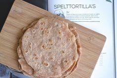 Deze simpele spelt tortilla's zijn een ideale broodvervanger voor de suikervrije eter. Alleen maar pure ingrediënten en erg eenvoudig om te maken!