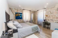 Bernardi Rooms Split Featuring free WiFi, Bernardi Rooms offers accommodation in Split.  Every room at this bed and breakfast is air conditioned and features a flat-screen TV. Some rooms include a seating area for your convenience. You will find a kettle in the room.