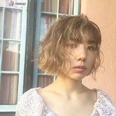 shima_official_account:. いつもありがとうございます💐.∘♡⃝ . . Repost from @nasup  @riisa1018naka  new hair🧡✨ mini bob&インナーブリーチ&ハイライトの ダブルデザインカラー🌈⚡️🌈✨ (2回以上のブリーチ必須) 巻いたり分け目を変えたりするだけで 雰囲気もかわってかわいい💕 根元は暗くしてグラデーションに! 前髪にポイントで太めにハイライトを入れてます⚡️♥️🧡 #仲里依紗 #nasupcolor #3Dスペシャルハイライトbynasu #mood #bob #haircut #minibob #highlight #innercolor  #미용사 #헤어메이크 #염색 #헤어스타일 #hairstyle #color #tokyo #hairsalon #LA #カット #スタイリング #ハイライト #ボブ #ただいま撮影中inLA🤩 2017/11/20 11:48:16
