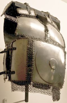 Ottoman / Mamluk krug (chest armor), 15th to 16th century, steel plates connected by riveted mail, as worn by fully armored cavalryman (sipahi) in conjunction with migfer (helmet), dizcek (cuisse or knee and thigh armor), zirah (mail shirt), kolluk/bazu band (vambrace/arm guards), and kolçak (greaves or shin armor). Les Invalides.